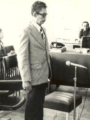 Oditur Letkol CKH Sianturi SH, dalam sidang yang berlangsung 13 Juni 1978, menuntut tertuduh Latief dengan hukuman mati, karena terbukti bersalah mengadakan makar serta akan menggulingkan pemerintahan yang sah. Tertuduh Latief sedang berdiri mendengarkan tuntutan dari Oditur Sianturi.