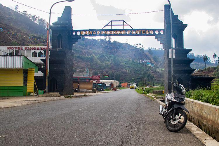 Gerbang masuk ke Kawasan Dieng Plateau.