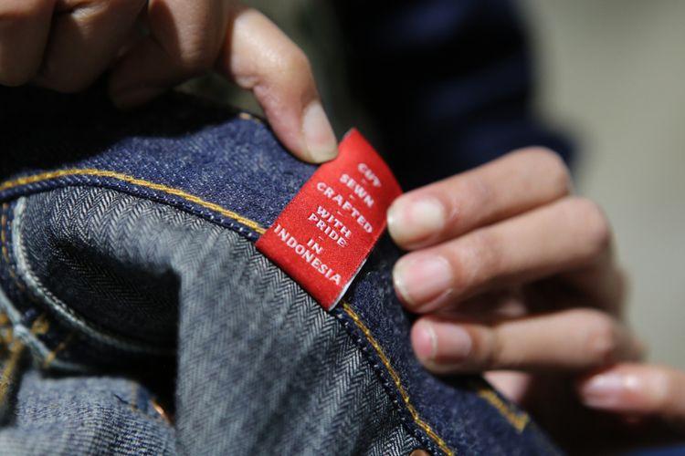 Pada setiap produk Oldblue Co. selalu menyertakan tanda kebanggan produksi Indonesia.