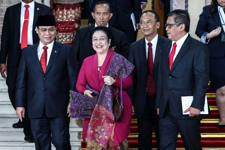 Presiden kelima RI Megawati Soekarno Puteri meninggalkan Sidang Tahunan MPR di Kompleks Parlemen, Senayan, Jakarta, Jumat (16/8/2019).