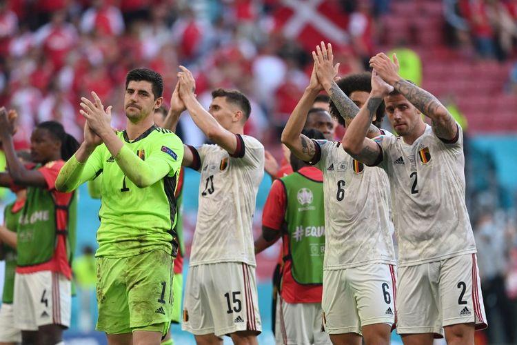 Para pemain timnas Belgia merayakan kemenangan setelah pertandingan Denmark vs Belgia di fase grup Euro 2020 di Stadion Parken, Kopenhagen, Kamis (17/6/2021) malam WIB.