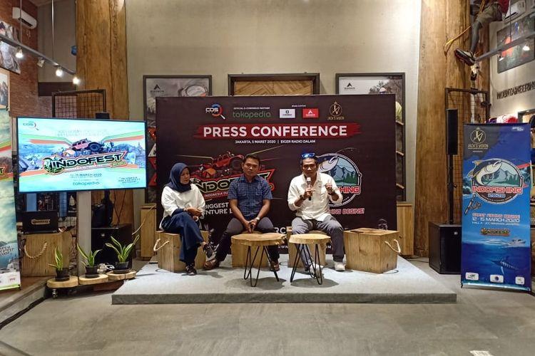 Eva Fitri Yeni, Disyon Toba, dan Agung Sakiro dalam acara press conference Indofest dan Indofishing 2020, Eiger Adventure Store Radio Dalam, Jakarta, Kamis (5/3/2020).