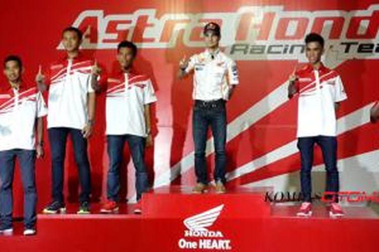 Para pebalap muda binaan Honda di ajang internasonal, bersama pebalap Repsol Honda Dani Pedrosa.