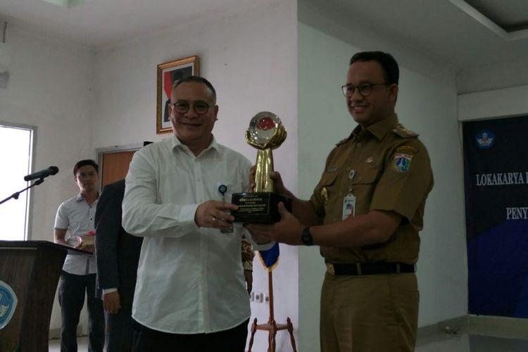 Pemerintah Provinsi DKI Jakarta menerima penghargaan Reksa Bahasa dari Badan Pengembangan dan Pembinaan Bahasa Kementerian Pendidikan dan Kebudayaan RI, Senin (12/10/2018). Gubernur DKI Jakarta Anies Baswedan menerima langsung penghargaan tersebut.