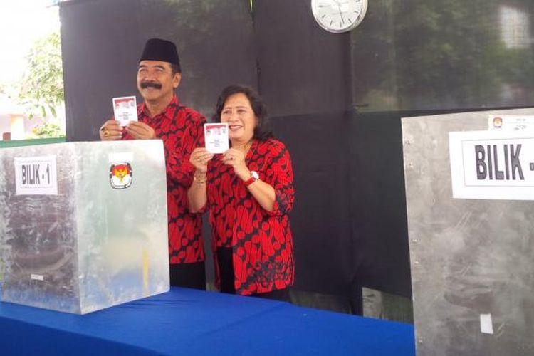 : Calon Walikota Salatiga nomor urut satu, Agus Rudianto menggunakan hak pilihnya di TPS 18 Kelurahan Tegalrejo, kecamatan Argomulyo, Rabu (15/2/2017).