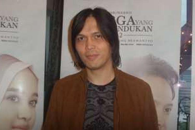 Once Mekel usai peluncuran lagu tema film Surga yang Tak Dirindukan 2 di gedung MD Entertainment, Jakarta Selatan, Rabu (14/12/2016).