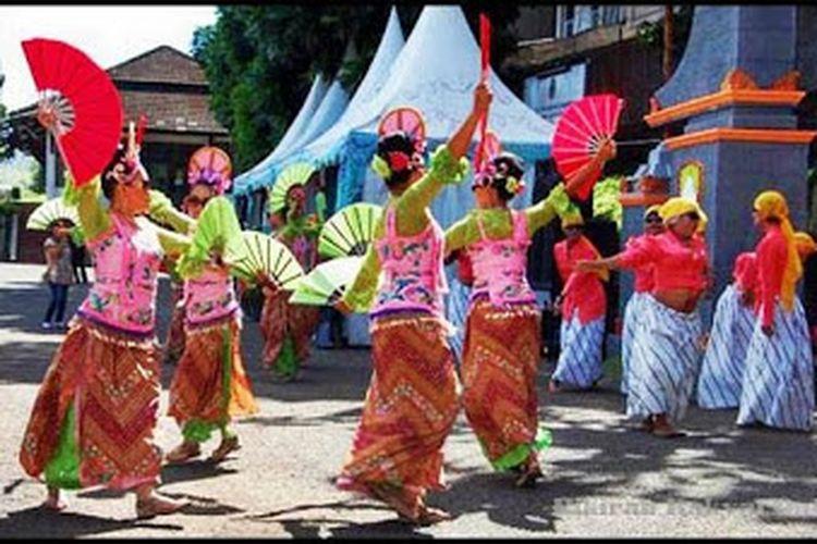 Tari Umbul dari Desa Situraja yang berkembang di Desa Pasireungit, Sumedang, Jawa Barat.