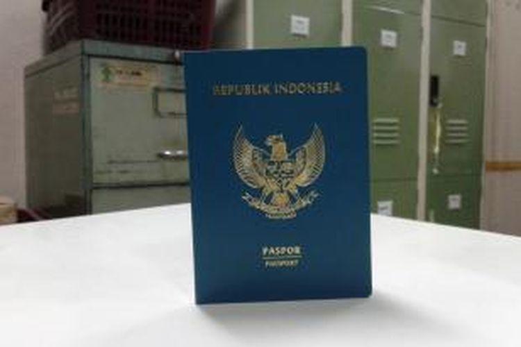 Fisik paspor seri B yang baru saja diedarkan di DKI Jakarta, hari ini, Kamis (27/11/2014).