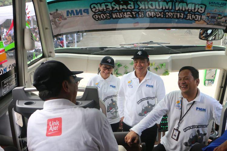 Kanan ke kiri: Arief Mulyadi, Direktur Utama PNM, Abianti Riana, Direktur Bisnis I PNM, serta MQ Gunadi, Direktur Kepatuhan dan Manajemen Risiko PNM berdialog dengan peserta mudik bareng BUMN 2019 di Jakarta, Rabu (29/5/2019).
