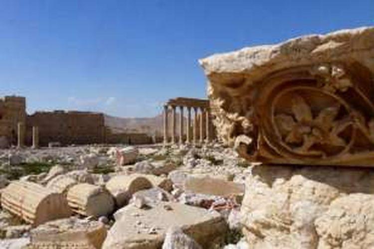Bagian dari kota kuno Palmyra, situs warisan dunia UNESCO, setelah direbut kembali oleh pasukan Suriah dari tangan ISIS, pada Minggu (27/3/2016).