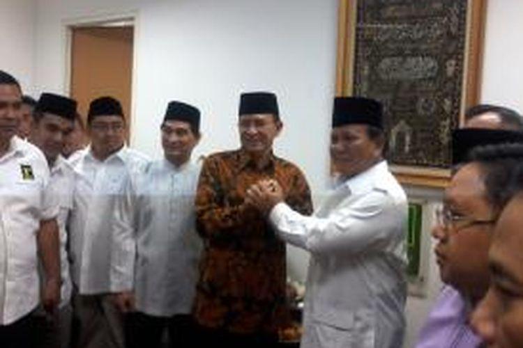 Prabowo Subianto saat disambut Suryadharma Ali di kantor DPP PPP, Jakarta, Jumat (18/4/2014).