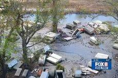 Peti Mati Berserakan di Sekitar Kota Imbas Terjangan Banjir Saat Badai Ida