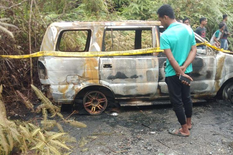 Mobil korban hilang yang ditemukan terbakar di Desa Rantau Berangin, Kecamatan Kuok, Kabupaten Kampar, Riau.