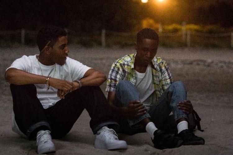 Ashton Sanders dan Jharrel Jerome bermain dalam Moonlight (2016).