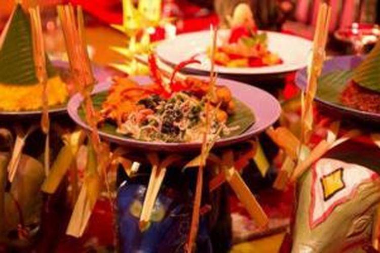 Salah satu menu istimewa Lara Djonggrang ialah Royal Tugudom Dining, disajikan dengan prosesi istimewa