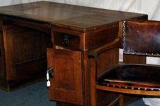 Meja Kerja Adolf Hitler Ditemukan di Sebuah Gudang