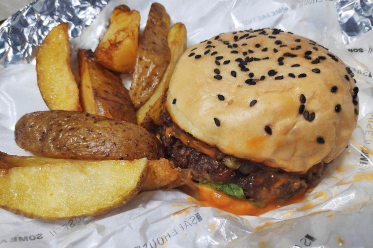 Beyond Burger, burger vegan dari The Safehouse Jakarta.