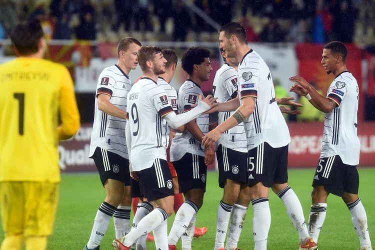 Para pemain timnas Jerman merayakan gol Timo Werner ke gawang Makedonia Utara pada laga lanjutan Grup J Kualifikasi Piala Dunia 2022 Zona Eropa di Stadion Toshe Proeski, Selasa (12/10/2021) dini hari WIB.