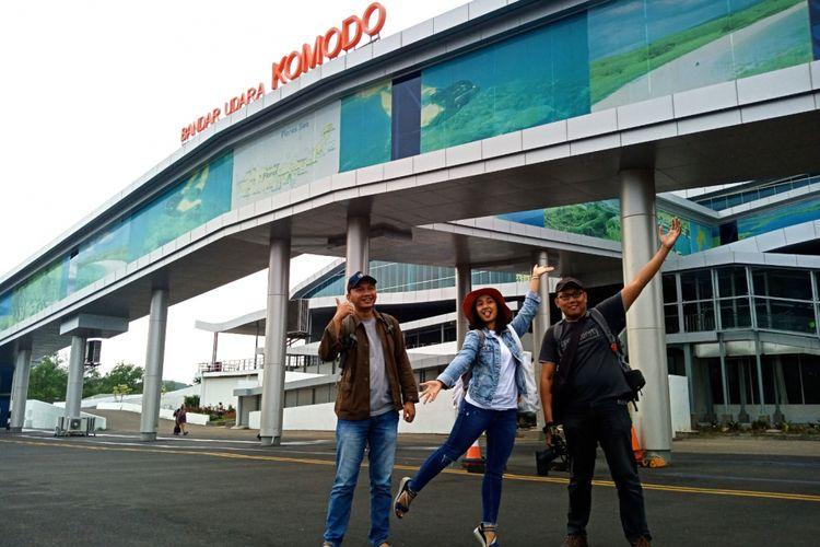 Pemenang Pegipegi Writing Competition tiba di Bandara Komodo, Labuan Bajo, Nusa Tenggara Timur.