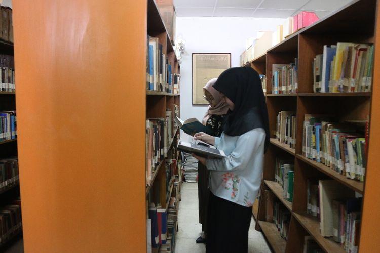Pemerintah Provinsi (Pemprov) DKI Jakarta melalui Dinas Perpustakaan dan Kearsipan (Dispusip) terus berupaya meningkatkan minat baca di Indonesia, baik untuk orangtua maupun anak-anak.