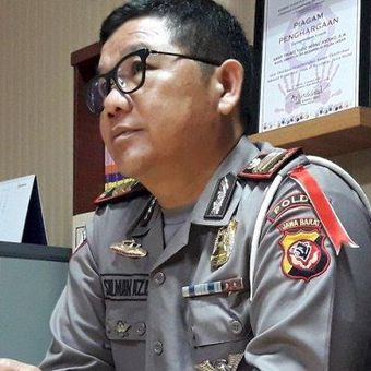 Mantan Kapolsek Pasirwangi AKP Sulman Aziz mencabut keterangannya yang menyebut Kapolres Garut perintahkan untuk memenangkan Jokowi-Maruf, di Mapolda Metro Jabar, Bandung, Jawa Barat, Senin (1/4/2019).