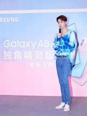 Lay Zhang, anggota boyband Korea Selatan EXO asal China, mengambil langkah tegas demi membela kedaulatan negaranya.