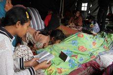 Korban Gempa Membutuhkan Selimut