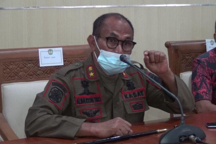 Kasat Pol PP kabupaten Gowa, Sulawesi Selatan saat menjelaskan perihal peristiwa penganiayaan yang dilakukan oleh bawahannya terhadap pasangan suami isteri pemilik warung kopi saat menggelar razia PPKM beberapa hari lalu. Jumat, (16/7/2021).