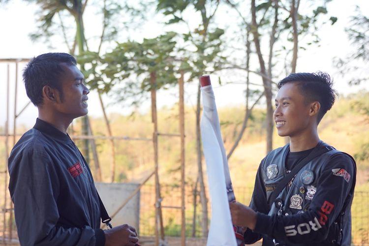 Meskipun dipisahkan jarak sekitar 685 km antara Baturaja dan Cirebon, Muchlis (kanan) tetap bergelora untuk hadir di Jambore Nasional ASFI yang ke-3 ini.