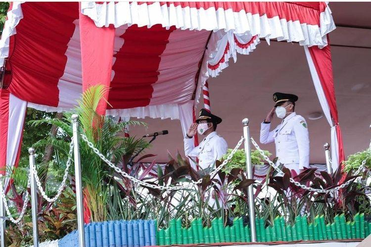 Upacara peringatan kemerdekaan Republik Indonesia (RI) ke-75 di halaman belakang Kantor Bupati Penajam Paser Utara, Senin (17/08/2020).