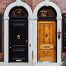 Feng Shui: 8 Pilihan Warna Pintu Rumah untuk Datangkan Energi Positif