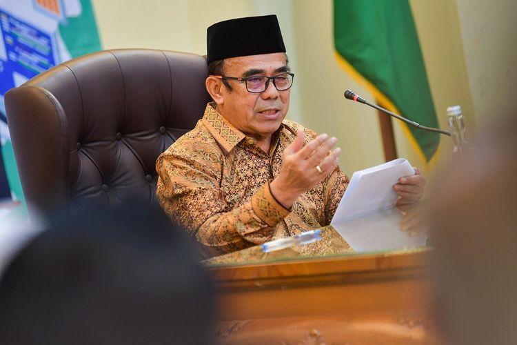 Menteri Agama Fachrul Razi memberi keterangan pers di Kantor Kementerian Agama, Jakarta, Selasa (18/2/2020). Dalam kesempatan tersebut, Fachrul Razi merespons sejumlah isu aktual seputar kehidupan beragama di tanah air. ANTARA FOTO/M Risyal Hidayat/aww.