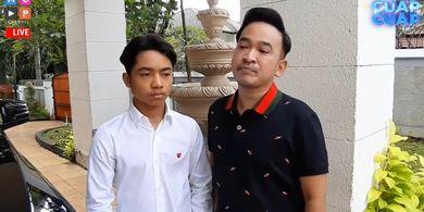 Pembawa acara Ruben Onsu (kanan) mendampingi putranya, Betrand Peto, menjalani tes wawancara masuk sebuah SMA internasional di Jakarta.