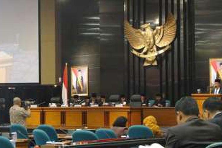 Hasil reses anggota DPRD DKI dibacakan dalam sidang paripurna di Gedung DPRD DKI Jakarta, Jalan Kebon Sirih, Jumat (22/7/2016).