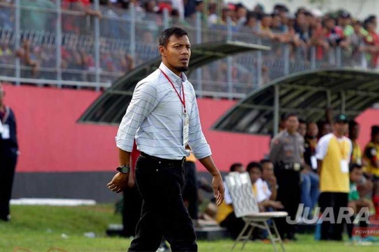 Bejo Sugiantoro saat mendampingi timnya dalam lanjutan Liga 2 Persik Kediri melawan PSBK Blitar yang berakhir dengan skor akhir 3-2 di Stadion Brawijaya Kediri, Jawa Timur (16/5/2017) Selasa sore.