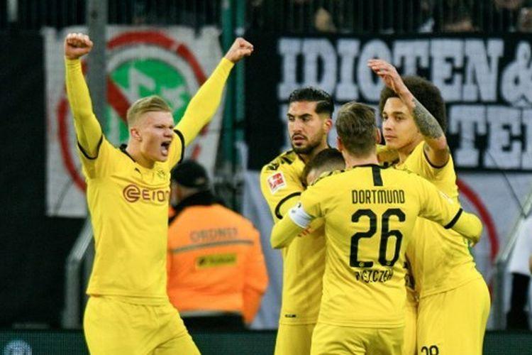 Para pemain Borussia Dortmund dalam pertandingan Bundesliga, kasta tertinggi Liga Jerman.
