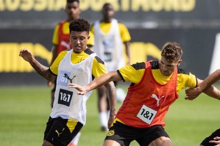 Dua pemain Borussia Dortmund, Jadon Sancho dan Thomas Meunier.
