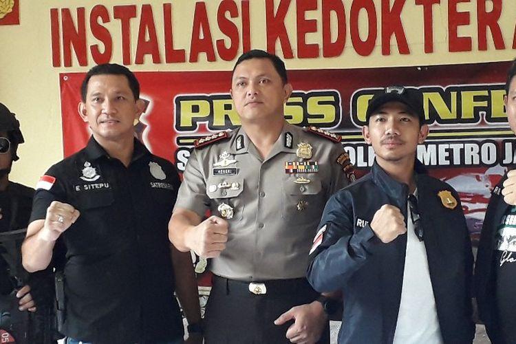 Pada Kamis (26/4/2018) di RS Polri Kramatjati, Jakarta Timur, polisi mengungkap kasus penyekapan, pencurian dan upaya pemerkosaan yang dilakukan oleh sopir Grab Car di Tambora, Jakarta Barat.