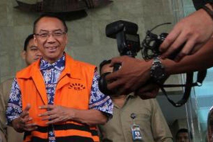 Mantan Menteri Kebudayaan dan Pariwisata Jero Wacik usai menjalani pemeriksaan oleh Komisi Pemberantasan Korupsi (KPK) di Jakarta, Selasa (23/6/2015). Jero diperiksa dalam statusnya sebagai tersangka dugaan gratifikasi di lingkungan Kementerian ESDM.