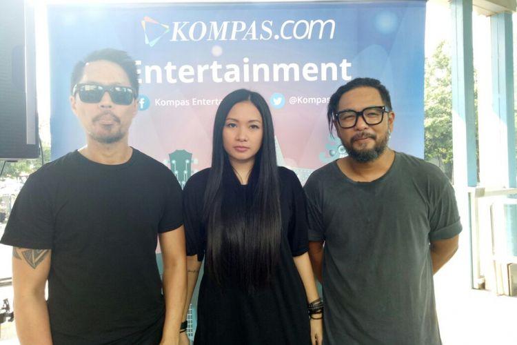 Grup band Cokelat saat ditemui usai tampil pada acara Nomaden #Selebrasi (Selebritas beraksi) 17-an di Halte TransJakarta Sarinah, Thamrin, Jakarta Pusat, S