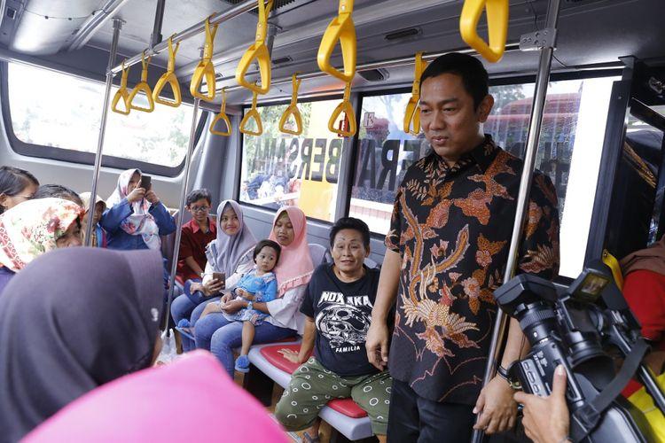 Wali Kota Semarang Hendrar Prihadi meresmikan halte Trans Semarang di kawasan Universitas Semarang, Jumat (22/6/2018)