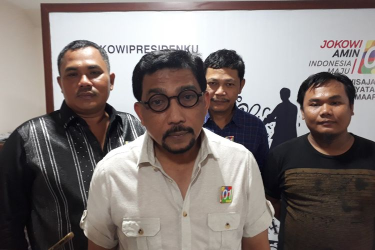 Ketua Tim Kampanye Daerah Jokowi-Maruf Amin Jatim, Machfud Arifin (tengah)