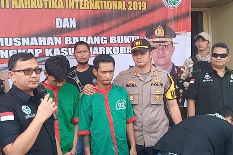 Kasat Narkoba Polres Metro Jakarta Barat Ajun Komisaris Besar Erick Frendriz saat lakukan pemusnahan narkoba di Polres Jakarta Barat pada Rabu (26/06/2019).