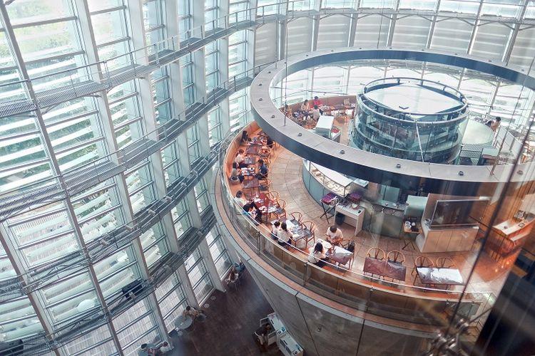Interior dari Museum National Art Center yang didesain oleh arsitek ternama di Jepang yaitu Kurokawa Kisho.