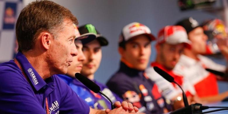 Bos Yamaha, Lin Jarvis (kiri), berbicara pada konferensi pers jepang GP Spanyol di Sirkuit Jerez, Kamis (21/4/2016).