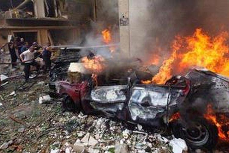 Bom mobil meledak di Sassine Square, pusat keramaian di Distrik Ashrafiyah, Beirut, Lebanon, Jumat (19/10/2012) siang. Seridaknya 8 tewas dan 78 luka-luka dalam insiden ini.