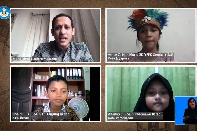 Di hari pertama bekerja setelah hari raya Idulfitri, Menteri Pendidikan dan Kebudayaan (Mendikbud) Nadiem Anwar Makarim, membaca tiga surat dari siswa siswi terpilih.