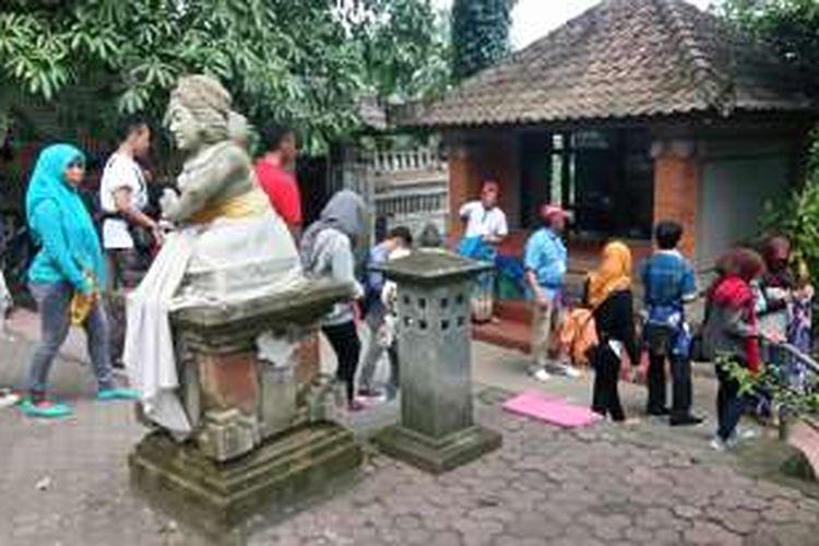 Destinasi Wisata Goa Gajah Diserbu Wisatawan