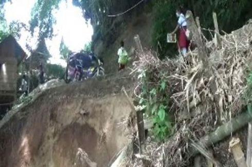Jalan Terputus akibat Longsor, Warga Mamasa Kesulitan ke Luar Kota