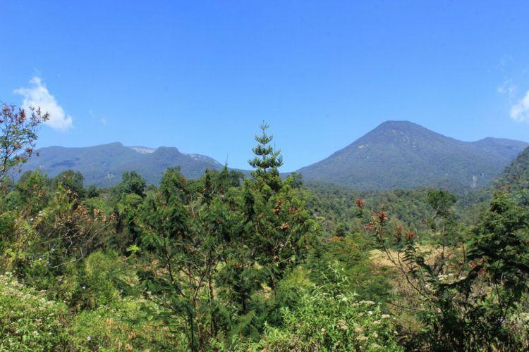 Pemandangan gunung Gede dan gunung Pangrango dari Cibodas,Cianjur, Jawa Barat.
